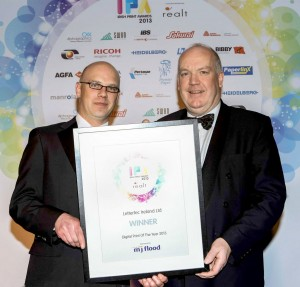 Phil Schueler from MJ Flood presenting the Irish Print Award 2013 for Digital Print to Frank Kelly from Lettertec Ireland Ltd